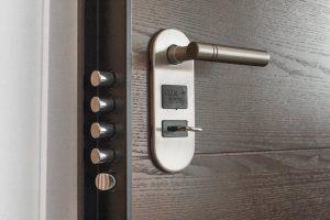 Šarvuotos durys: privalumai ir minusai